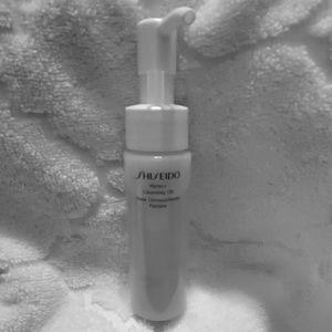 1.3 oz bottle of Shiseido cleansing oil